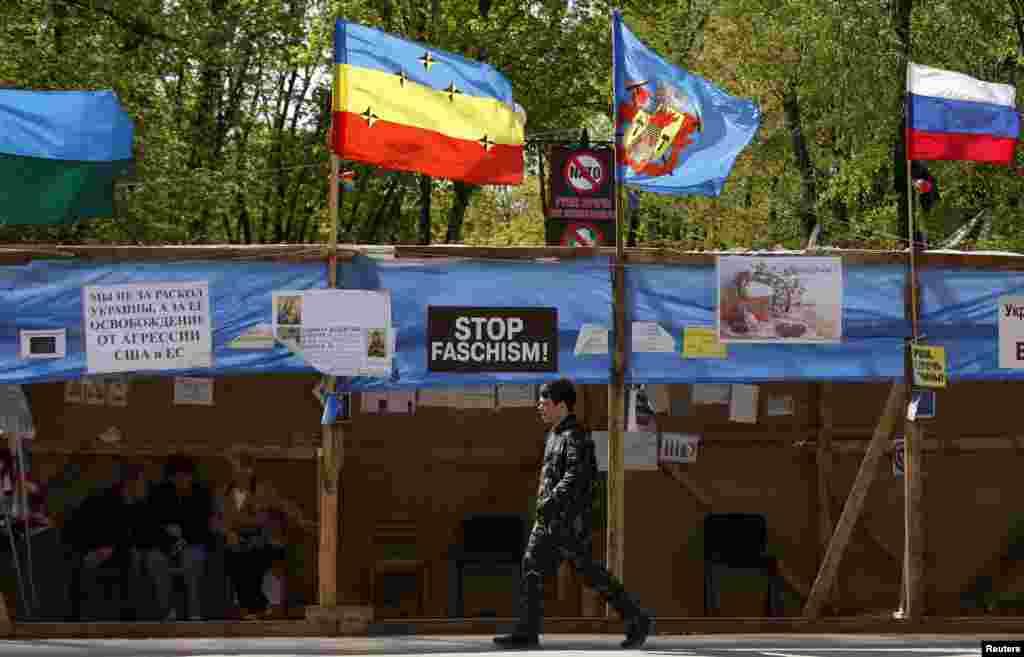 Rusiya tərəfdarları Luqansk şəhərində - 24 aprel, 2014