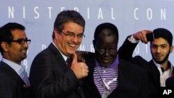 Генеральный директор ВТО Роберто Азеведо (второй слева)