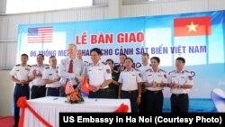 Tăng cường quan hệ an ninh, Mỹ cấp tàu tuần tra cho Việt Nam