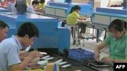Các công nhân Trung Quốc than phiền rằng tiền lương của họ không theo kịp sự gia tăng của vật giá.