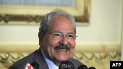 Bộ trưởng Tài chánh Ai Cập Samir Radwan phát biểu trước báo giới tại Cairo, Ai Cập (ảnh tư liệu ngày 13 tháng 4, 2011)