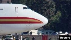撤离武汉的美国公民2020年1月29日抵达洛杉矶附近的马奇后备役空军基地(路透社)