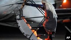 7月7日﹐激進的伊斯蘭神職人員卡塔達登上一架私人飛機返回約旦。