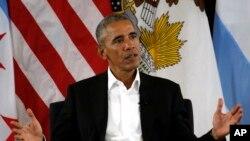 Mantan President Barack Obama saat berbicara di sebuah acara di Chicago, 3 Mei 2017.