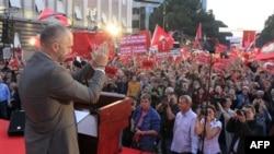 Në Shqipëri opozita vendos të rinisë protestat në muajin tetor