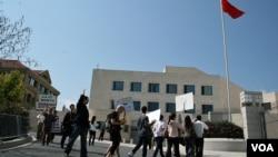 지난달 미국 워싱턴 주재 중국대사관 앞에서 열린 탈북자 강제북송 반대 시위. (자료 사진)