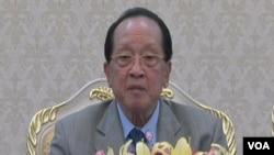 柬埔寨外相賀南洪7月20日在金邊就南中國海問題回答美國之音記者提問