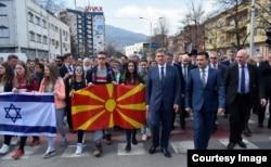 Denis Zvizdić i Zoran Zaev na Maršu života u čast i znak sjećanja na Jevreje deportirane iz Makedonije tokom Drugog svjetskog rata.