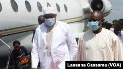 Adama Barrow, Presidente do Gana, e Úmaro Sissoco Embaló, Presidente da Guiné-Bissau