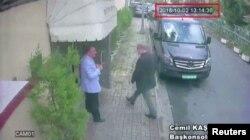 سی سی ٹی وی فوٹیج میں خشوگی کو استنبول میں سعودی قونصلیٹ میں جاتے ہوئے دیکھا جا سکتاہے۔ لیکن وہ باہر نہیں نکلے۔ 2 اکتوبر 2018