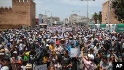 Des milliers de protestants sont dans les rues de Rabat, Maroc, le 11 juin 2017.