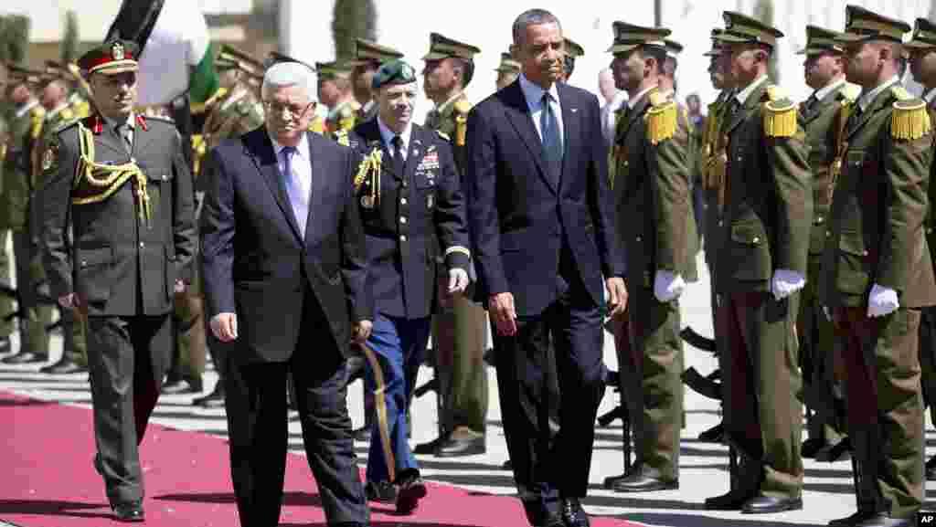 奧巴馬總統和巴勒斯坦權力機構主席阿巴斯抵達木塔卡時踏上紅地毯檢閱軍隊。