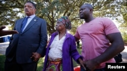 FILE PHOTO: Nowai Korkoyah, the mother of Thomas Eric Duncan, the first patient diagnosed with Ebola on U.S. soil, walks with Reverend Jesse Jackson (L) in Dallas, Texas October 7, 2014. Duncan remains in critical condition, he is on a ventilator and receiving kidney.