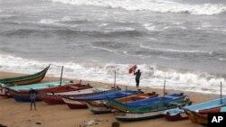 지난 30일 사이클론 닐람이 상륙한 인도 남부 해안.