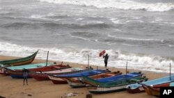 Bão Nilam ập vào thành phố ven biển Mahabalipuram, mạn nam Chennai, một địa điểm du lịch nổi tiếng ở Ấn Ðộ