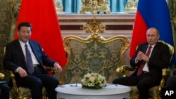 習近平今年3月中旬接任中國國家主席後,他作為國家元首首次出訪就去了俄羅斯﹐3月22日在克裡姆林宮與總統普京會面。