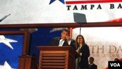 Gubernur New Jersey, Chris Christie mengucapkan pidato utama pada Konvensi Nasional Partai Republik di Tampa, Florida hari Selasa (28/8).