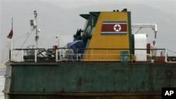 2006년 불법 무기수출과 관련해 홍콩항에 억류된 북한 선박 (자료사진)