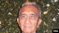 Jurnalis serba bisa, Rosihan Anwar, meninggal dunia pada usia 88 tahun akibat serangan jantung, Kamis (14/4).