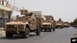 Para pejuang pro pemerintah Yaman melakukan patroli di Aden (foto: dok). Pejuang pro pemerintah berhasil menewaskan pemimpin senior Al-Qaida.