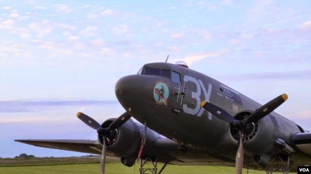 "The ""Drag 'Em Oot,"" a WWII-era Douglas DC-3 Dakota, which flew 2 sorties over Normandy on June 6, 1944, at the end of a day's flying, Normandy, June 5, 2014 (H. Ridgwell/VOA)."