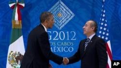 Američki i meksički predsednik, Barak Obama i Felipe Kalderon, tokom susreta na marginama samita G20 u Los Kabosu, Meksiko