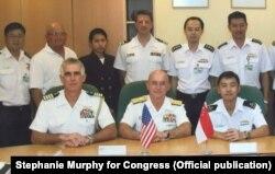 Stephanie Murphy thời còn phục vụ trong tư cách chuyên viên an ninh quốc gia tại Bộ Quốc phòng Mỹ.
