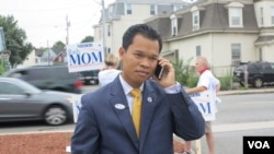 Rady Mom, a state representative of 18th Middlesex District, talks to a local radio station in Lowell, before he talks to VOA Khmer's reporters, on Thursday morning, September 8, 2016. (Ten Soksreinith/VOA Khmer)