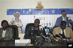FILE - Chan Reec Madut, center, speaks during a press conference in Juba, Jan. 3, 2011.