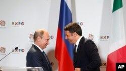 Italijanski premijer Mateo Renci sa ruskim predsednikom Vladimirom Putinom, na konferenciji za štampu u blizini Milana, 10. juni, 2015.