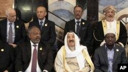 Arap liderler Bağdat'taki zirvenin açılış oturumundan önce toplu resim çektirirken