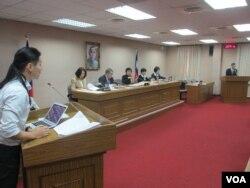 台湾立法院外交及国防委员会3月7号质询的情况 (美国之音张永泰拍摄)