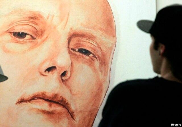 Chân dung cựu điệp viên Litvinenko của nghệ sĩ Nga Dmitry Vrubel và Viktoria Timofeyeva tại Moscow.