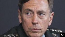 Ông Petraeus - cựu giám đốc CIA.