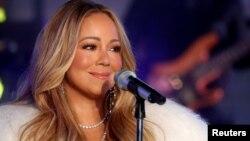ARCHIVO: Mariah Carey durante las celebraciones de Nochevieja en Times Square en Nueva York, Nueva York, el 31 de diciembre de 2017. REUTERS / Carlo Allegri.