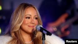 Mariah Carey saat tampil pada perayaan menyambut tahun baru di Times Square, New York City, 31 Desember 2017. (Foto: dok).