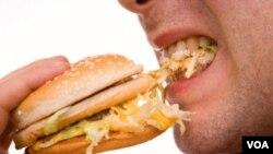 Jika ingin mengendalikan berat badan, hal terpenting adalah dengan cara membatasi asupan kalori yang kita konsumsi (foto: dok).