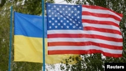 US-Ukraine-Flags