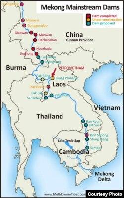 """Luang Prabang, con Domino thứ 5, cũng là con đập dòng chính sông Mekong lớn nhất của Lào và điều rất nghịch lý: do công ty quốc doanh PetroVietnam Power Corporation của Việt Nam là chủ đầu tư. Với 11 con đập dòng chính trên sông Lancang-Mekong thượng nguồn, Trung Quốc đã lưu trữ 40 tỉ mét khối nước, sản xuất 21300 MW điện; riêng Lào cũng lưu trữ 30 tỉ mét khối nước hàng năm và đang thực hiện giấc mơ trở thành """"Bình điện Đông Nam Á / S.E. Asia's Battery"""" bất chấp hậu quả môi sinh xuyên biên giới ra sao với hai quốc gia hạ nguồn là Cambodia và Việt Nam. [nguồn: Michael Buckley, cập nhật 2019 do Ngô Thế Vinh bổ sung]"""