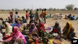 Des personnes du troisième âgée comptent parmi les déplacés qui ont fui les attaques du groupe Boko Haram au Yola, a la frontière entre le Nigeria et le Cameroun, 8 décembre 20145.