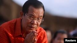 """""""Je veux continuer d'être élu Premier ministre pour deux autres mandats, qui ne dureront pas moins de dix ans"""" Hun Sen"""
