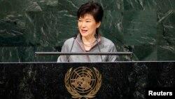 박근혜 한국 대통령이 24일 유엔 총회에서 연설하고 있다.