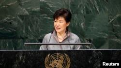 박근혜 한국 대통령은 28일 유엔총회 기조 연설을 통해 북한의 최근 장거리 로켓 시험발사와 핵실험 위협을 규탄할 것으로 전망된다. 사진은 지난해 9월 유엔 총회에서 연설한 박근혜 한국 대통령. (자료사진)