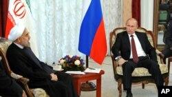 Rusya Cumhurbaşkanı Putin Eylül ayında Şangay'da İran Cumhurbaşkanı Hasan Ruhani ile görüşürken