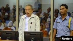 지난해 3월 캄보디아 프놈펜에서 열린 크메르루즈 전범 재판에서 크메르루즈 관계자가 증언하고 있다.