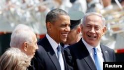 바락 오바마 미국 대통령(가운데) 20일 중동순방의 첫 방문국인 이스라엘에 도착한 가운데, 베냐민 네타냐후 이스라엘 총리(오른쪽)의 환영을 받고 있다.