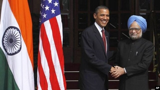 U.S. President Barack Obama is received by Indian Prime Minister Manmohan Singh as he arrives for bilateral talks. Nov. 8 2010.