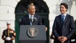 바락 오바마 미국 대통령(왼쪽)이 10일 백악관에서 미국을 국빈방문한 저스틴 트뤼도 캐나다 총리(오른쪽)을 위한 환영사를 하고 있다.