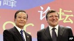 외국 지도자들과 활발한 외교접촉을 벌이는 원자바오 총리