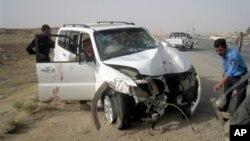 22일 이라크 바그다드 북부 키르쿠크 지역에서 정부 인사가 타고 있던 차량이 테러 공격을 받아 경비원을 포함한 3명이 사망했다. 최근 이라크 전역에서는 종파간 폭력행위가 난무해 이달에만 600여명이 사망한 것으로 밝혀졌다.